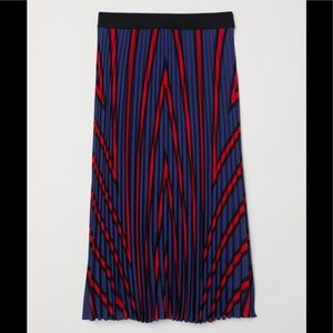 NWT H&M Pleated Skirt